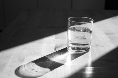 Os benefícios de beber água quente