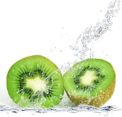 kiwi contém fibras que fazem bem a pele