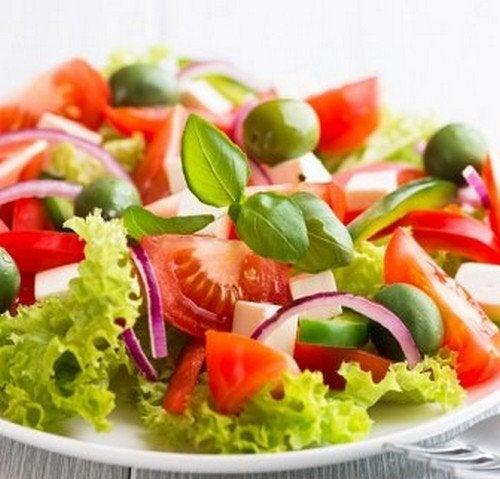 Aprenda uma receita de salada e os benefícios de seus ingredientes