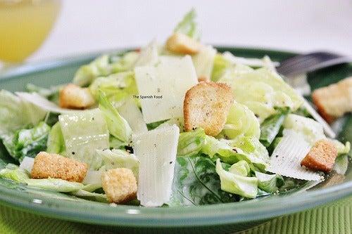 Já provou a salada césar? Descubra a receita