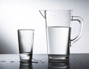 Beber água reduz o risco de câncer.