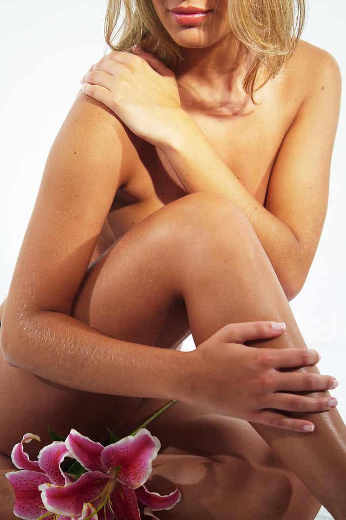 Banho de lua em casa para dourar os pelos do corpo