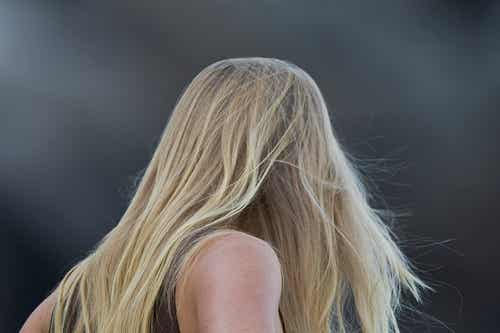 Queda de cabelo: causas, dicas e remédios caseiros