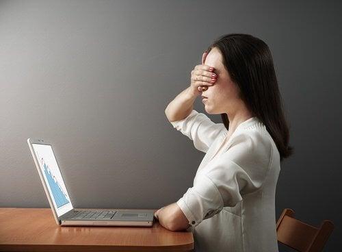 Evitar telas e monitores por várias horas seguidas pode favorecer uma visão saudável