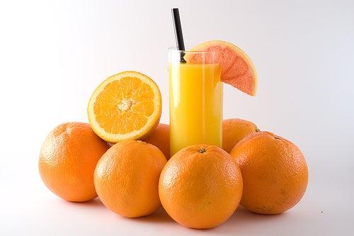 É saudável consumir o suco de laranja?