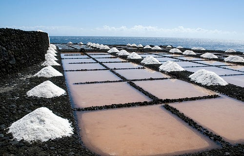 Extração do sal marinho para saúde.