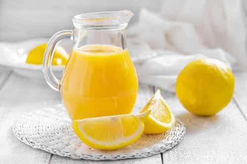 Conheça os benefícios do suco de limão