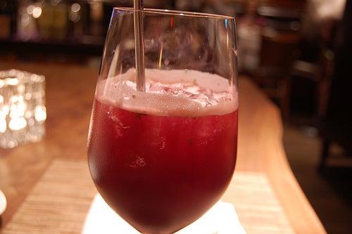 Las bebidas con azúcar hacen mal para quien sufre con gota