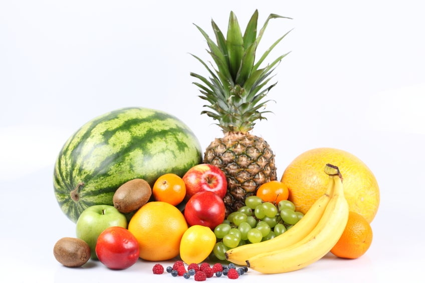 Para evitar a inflamação estomacal produzida pela prisão de ventre, o ideal é consumir algumas frutas cruas.
