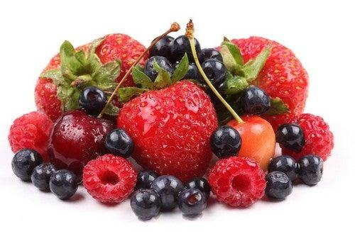 Os frutos vermelhos são ideais para o preparo de sucos naturais saudáveis