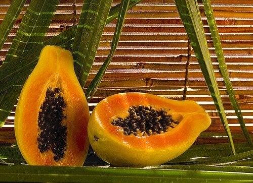 O mamão é uma ótima fruta para o preparo de sucos naturais