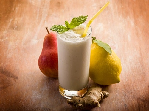 milkshake with pears ginger and lemon