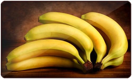 As bananas são ricas em fibras, carboidratos, potássio, vitamina A, vitamina C e triptófano
