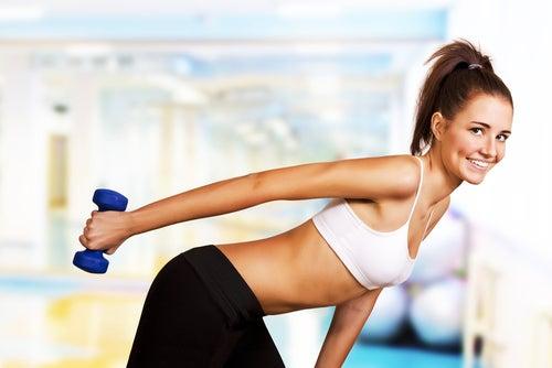 exercícios nos braços para evitar a flacidez