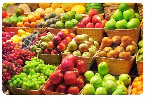 Manter uma dieta variada com boa quantidade de frutas e verduras ajudará a fortalecer seus ossos.