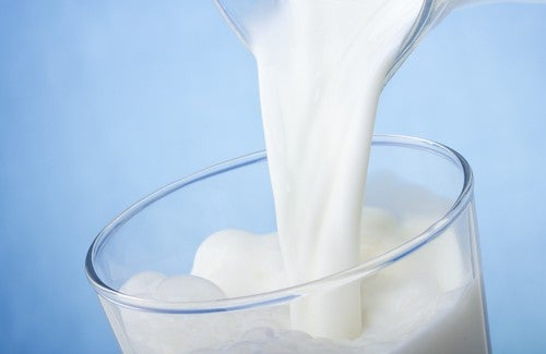 leite-combater-olheiras