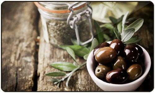Consumir azeite ajuda a regular a hipertensão e outros problemas de saúde.