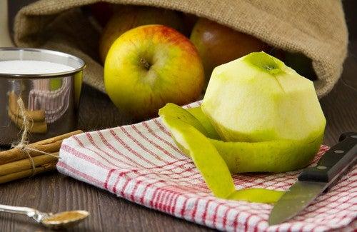Consumir casca de maçã ajuda na perda de peso
