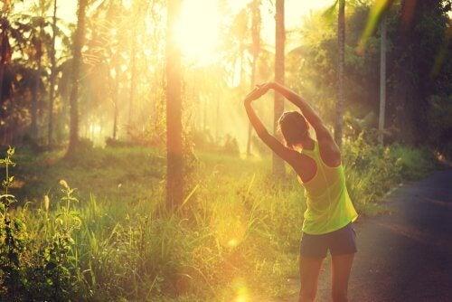 Praticar exercícios regularmente pode ajudar a combater a osteoporose