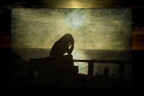 Mulher com problemas emocionais