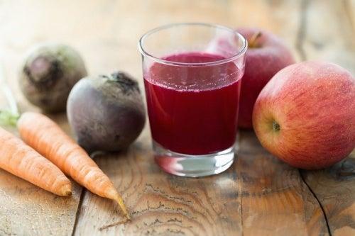 Suco de beterraba, cenoura e maçã