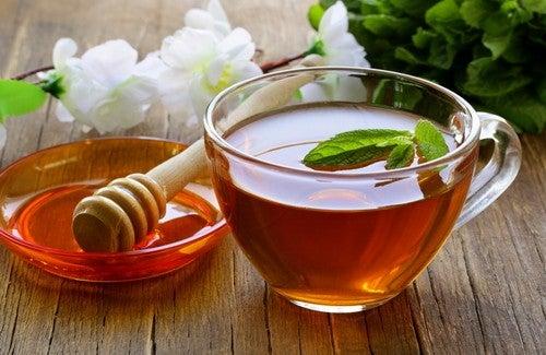 Infusão purificadora com mel, vinagre e chá