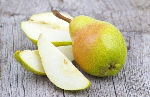 Benefícios de consumir uma pera por dia
