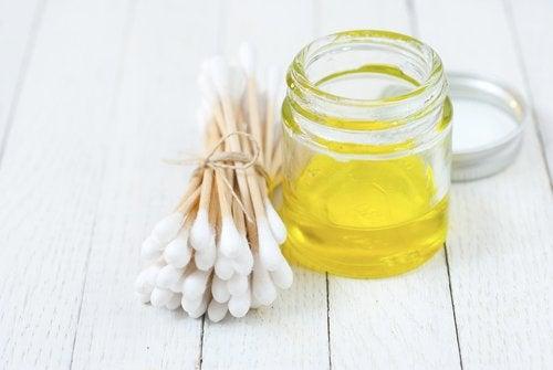 O azeite de oliva pode ser usado como removedor de maquiagem
