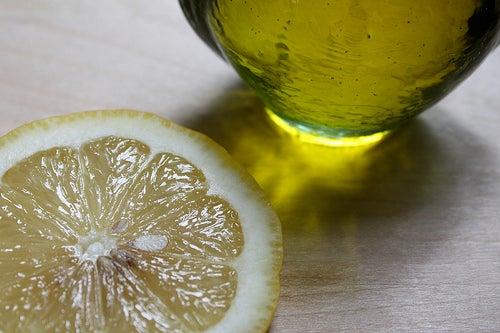Limão e azeite de oliva em jejum para tonificar o fígado