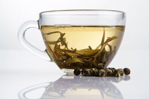 Chá branco: um aliado para perder peso