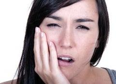 10 remédios naturais para aliviar uma forte dor de dente