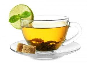 chá verde par limpar o fígado
