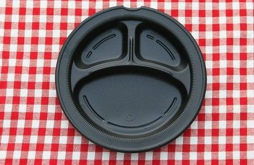 Comer em pratos de plástico pode causar danos à saúde