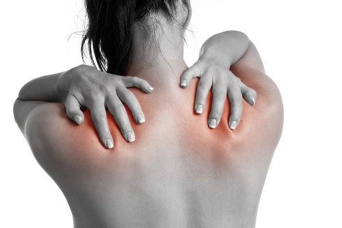 Massagem que alivia contraturas musculares