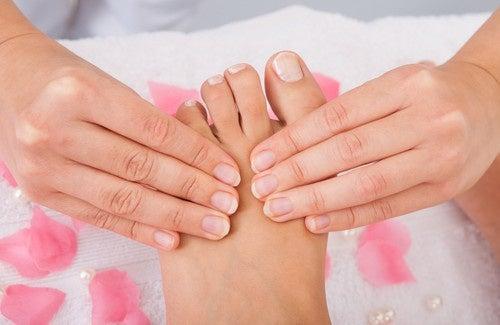 Cuidado com os pés: remédios caseiros que ajudarão