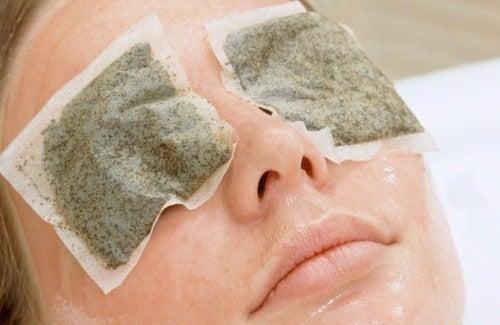 Remédios naturais para olheiras em mulheres