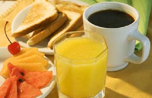 Pessoas bem sucedidas tomam café da manhã bem saudável