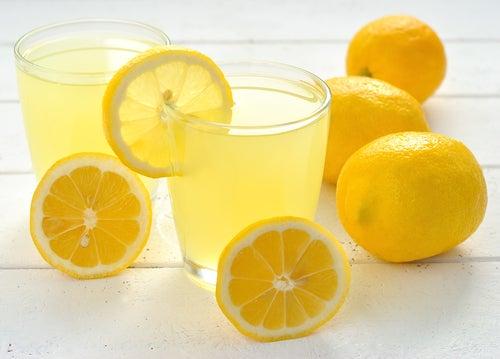 Suco de limão para desintoxicar o organismo
