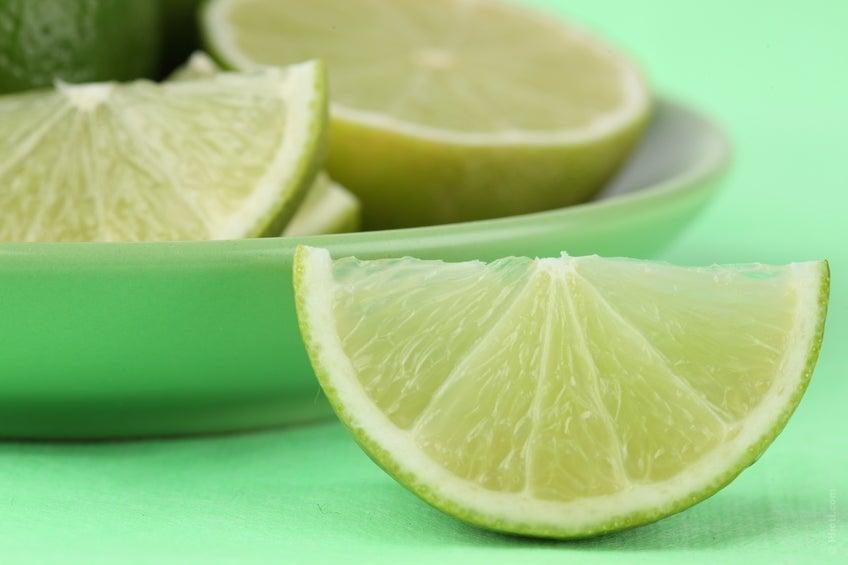 Vapor aromático com limão para limpar os pulmões