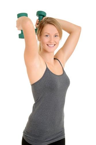 Exercitar os tríceps para evitar braços flácidos