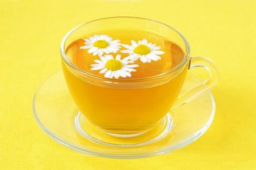 Chá de camomila para dormir melhor