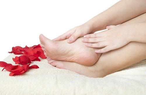 Dez dicas para manter os pés saudáveis