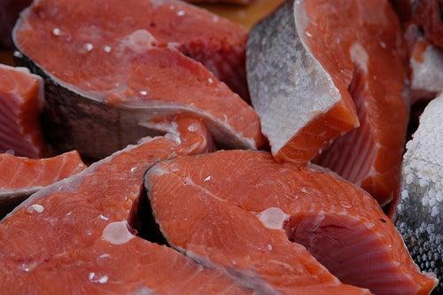 o salmão é um dos alimentos adequados para suprir a carência de vitamina D