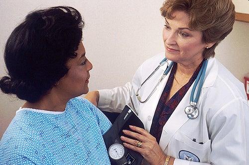 Procurar médico para identificar cálculos renais