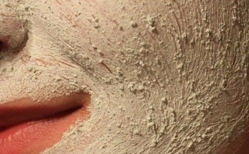 Aprenda a massagear e esfoliar sua pele