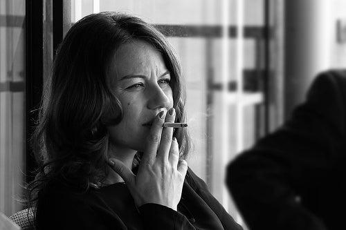 mujer-fumando-Tonino-Donato