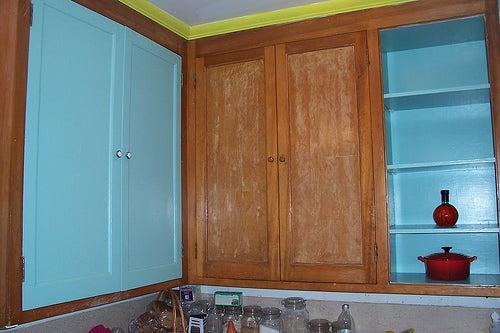 Use sabão para evitar manchas de pintura nos móveis