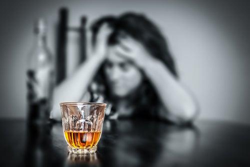 Alcoolismo é um hábito que prejudica o cérebro