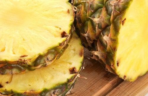 Bebidas medicinais e deliciosas com a casca do abacaxi