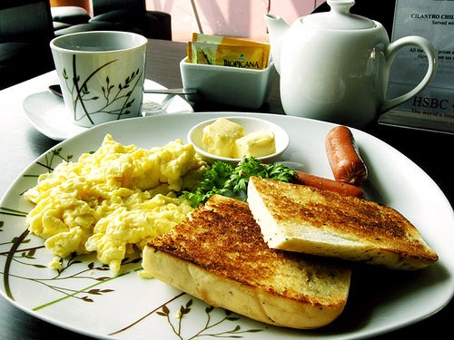 Não tomar café da manhã é um dos hábitos que pode prejudicar seu cérebro